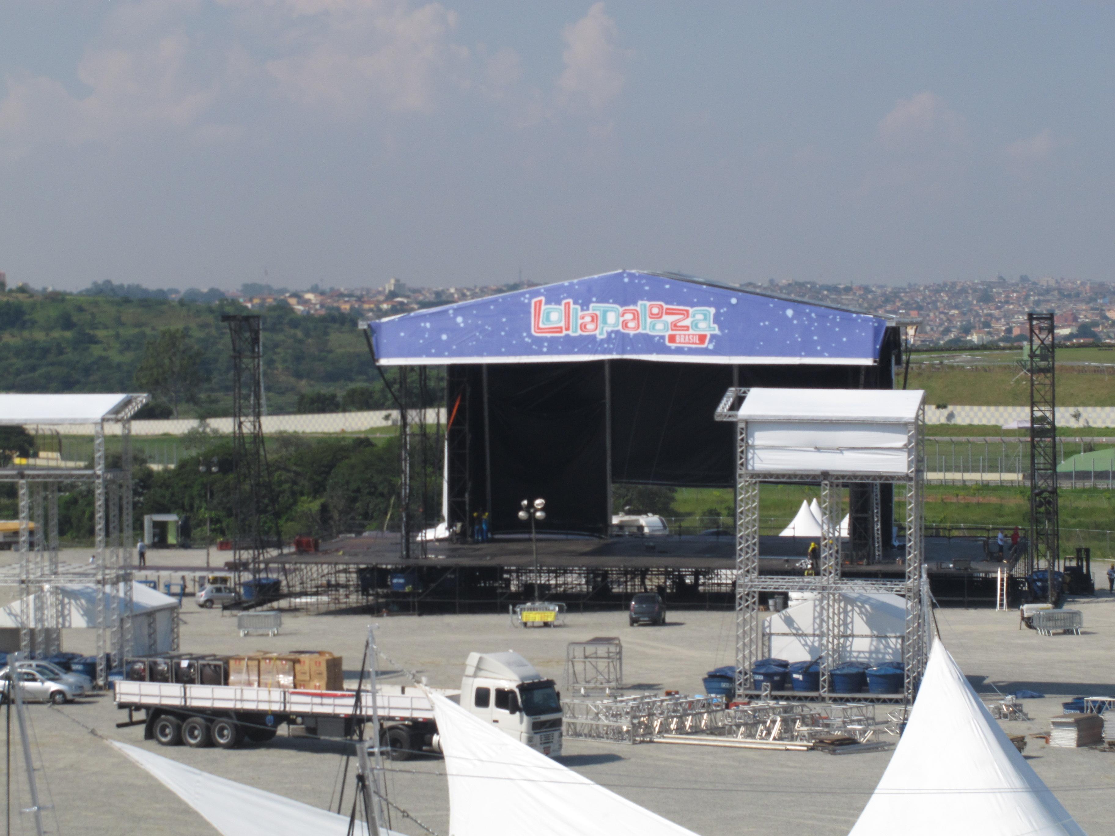 Montagem dos palcos para o festival. Foto: Marcelo Iha/ SPTuris.