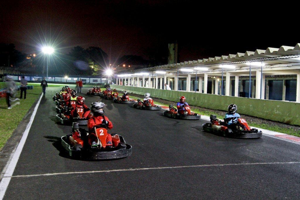 Fila da largada já coloca pilotos em clima de competição. Foto: José Cordeiro/ SPTuris.